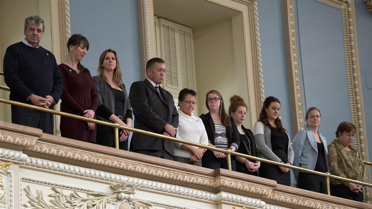 Des membres des familles endeuillées par la tuerie de l'école polytechnique de 1989 assistent à l'hommage rendu par les députés québécois pour la 25e commémoration de la tragédie.