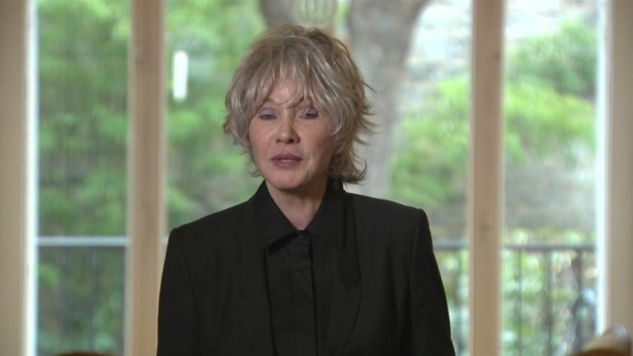 Diane Dufresne a interprété la pièce « Ne tuons pas la beauté du monde » en compagnie de Marie-Josée Lord.