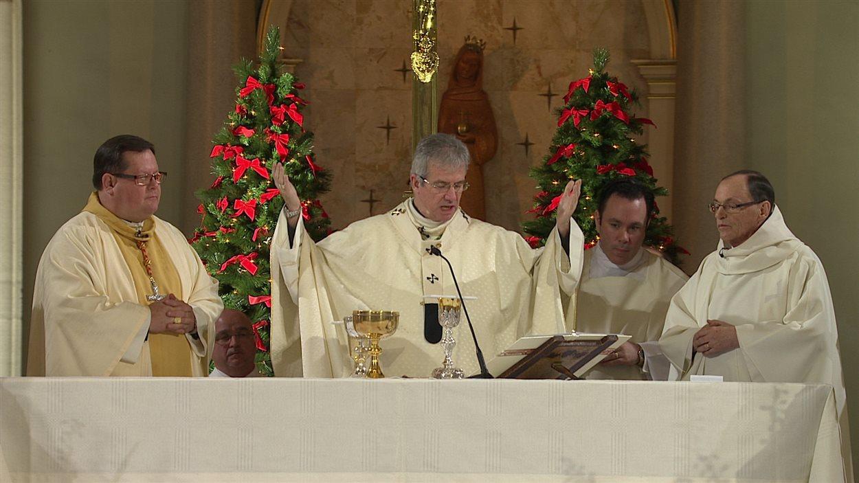 La cérémonie présidée par l'archevêque de Montréal Christian Lépine