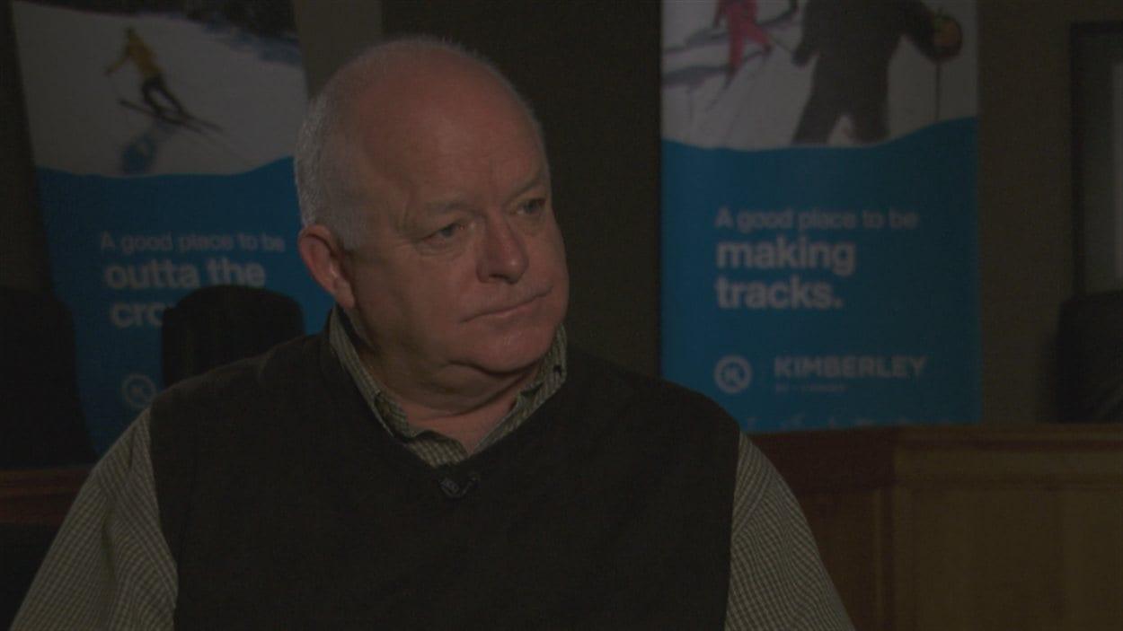 Ron McRae a été maire de Kimberley de 2011 à l'automne 2014. Cette période correspond à la mise en place du projet de centrale solaire SunMine.