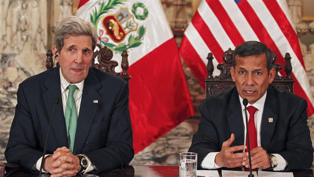 Le président du Pérou, Ollanta Humala, s'est entretenu avec le secrétaire d'État américain, John Kerry, afin de trouver un accord sur l'environnement dans le cadre de la conférence de Lima.