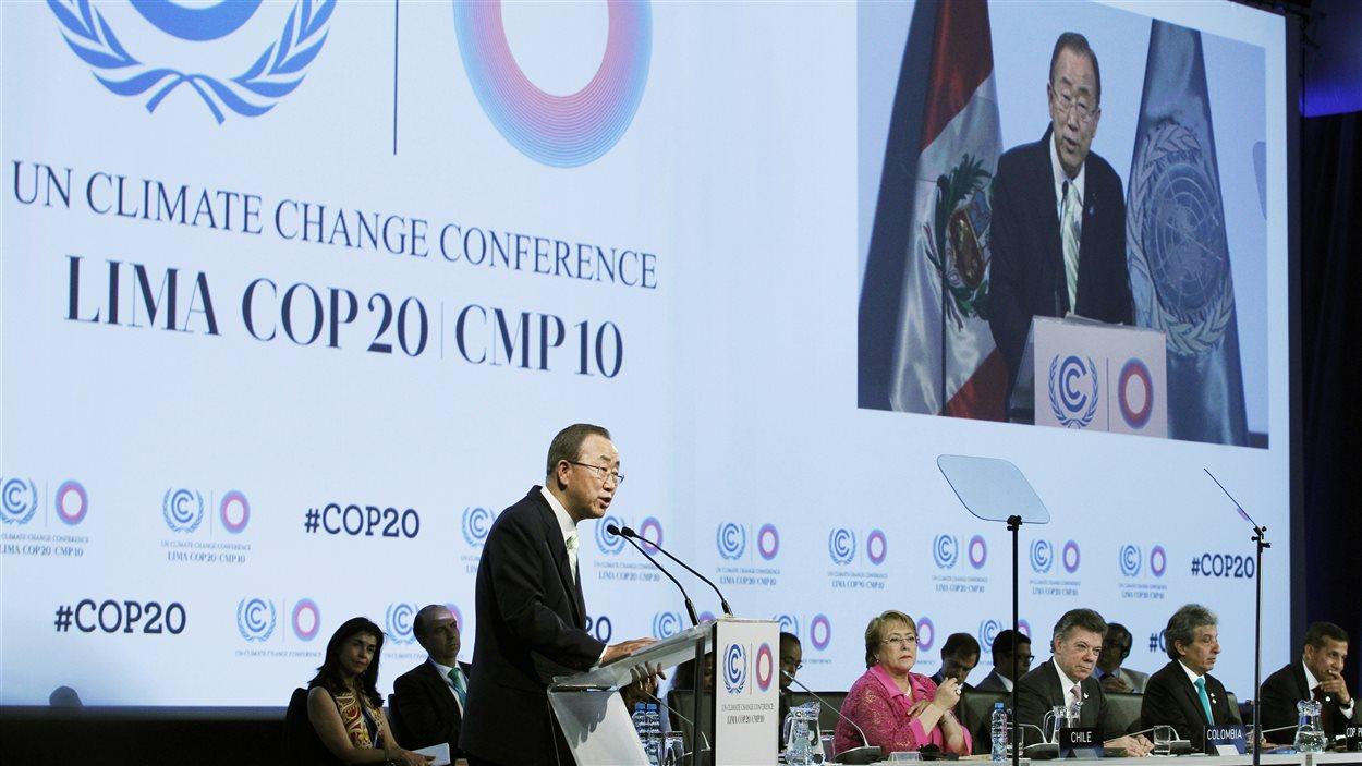 Ban Ki-moon prononce un discours à Lima, le 10 décembre.