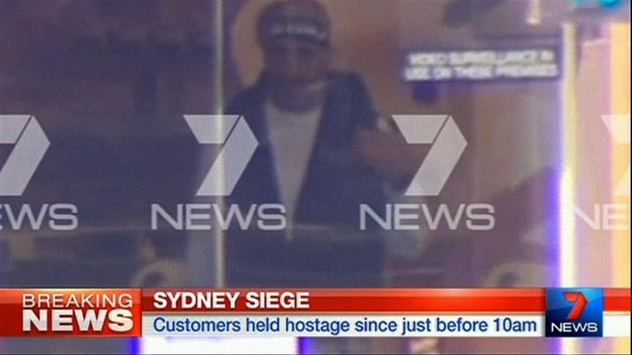 Une image tirée d'un vidéo montrant le présumé preneur d'otages.