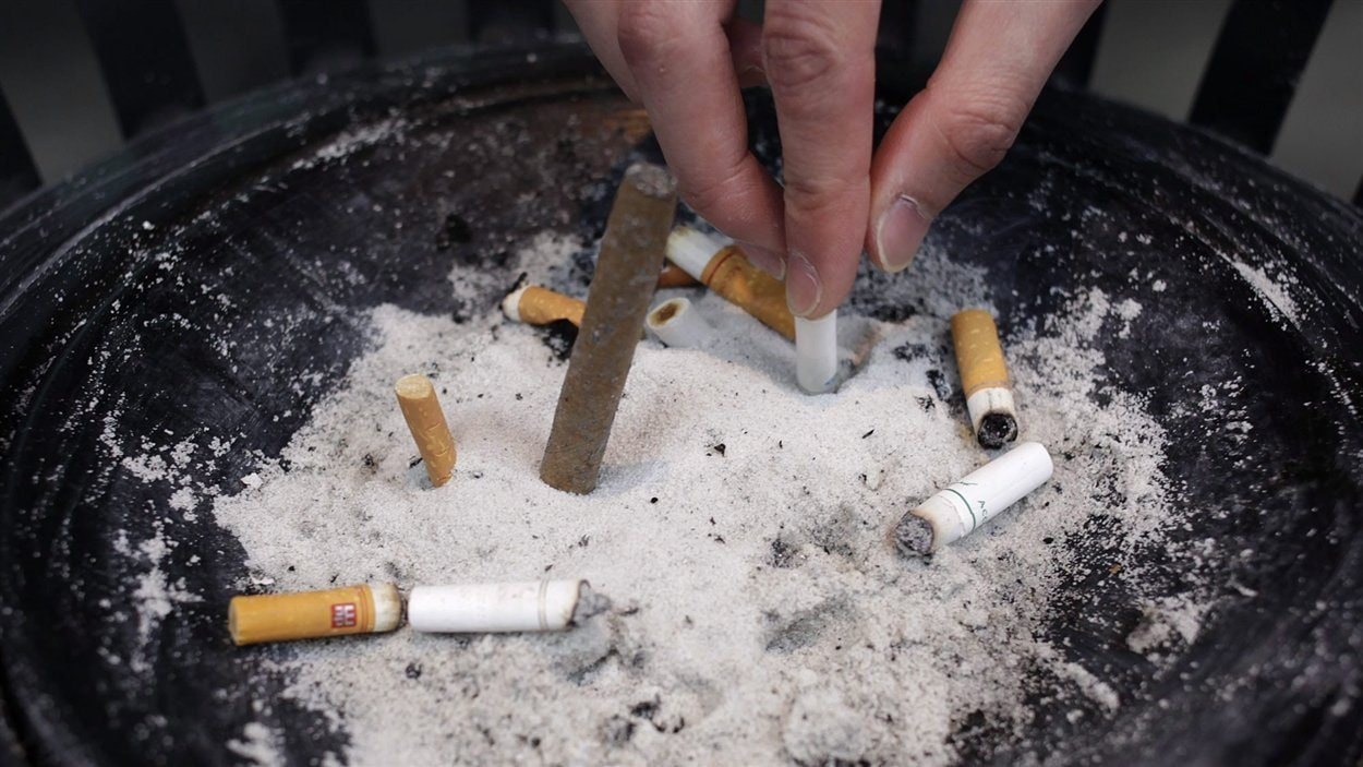 Cigarettes et cendrier