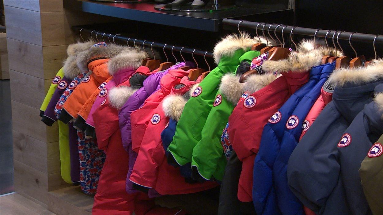 519afb3b913b8 Attention si vous magasinez en ligne des manteaux Canada Goose   ICI ...