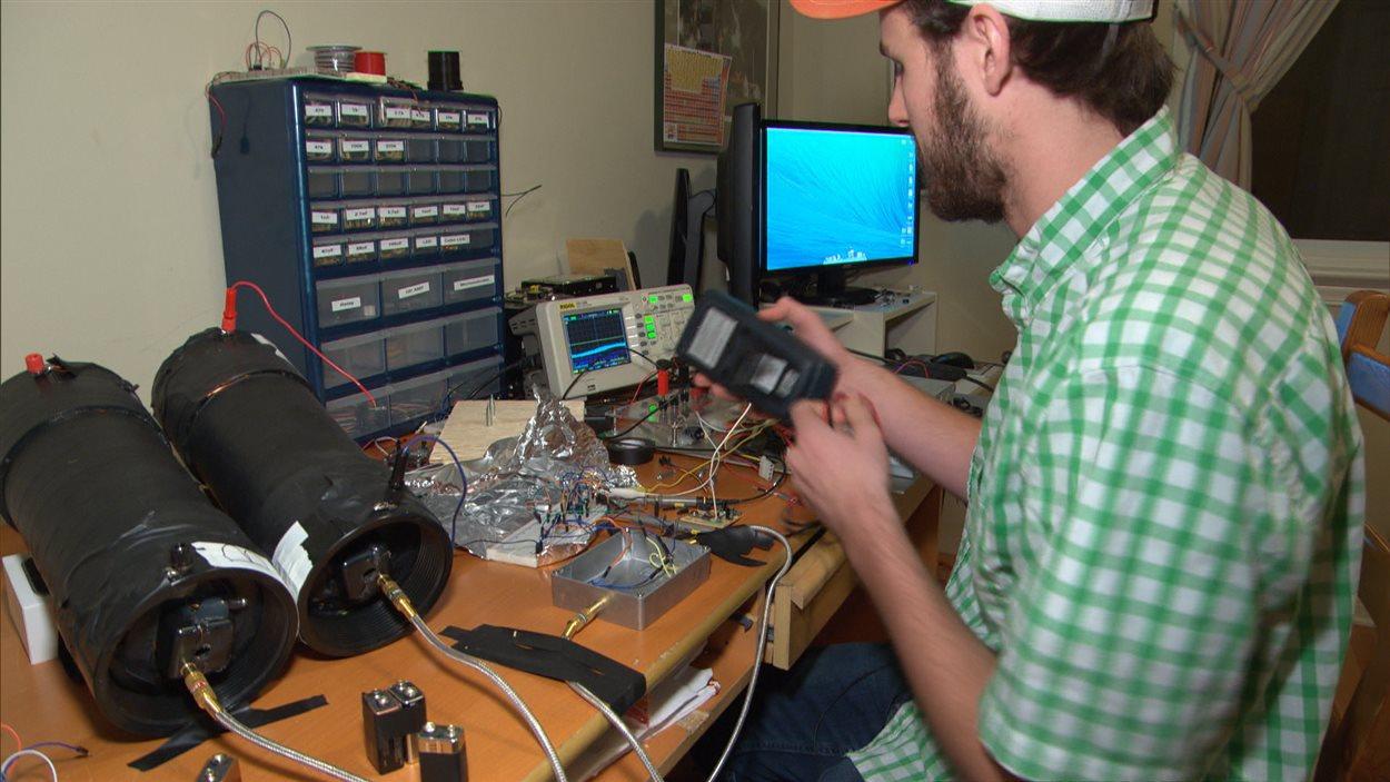 Il a fallu peu de temps à Spencer Whyte pour fabriquer un dispositif pouvant ouvrir des portières d'un véhicule.