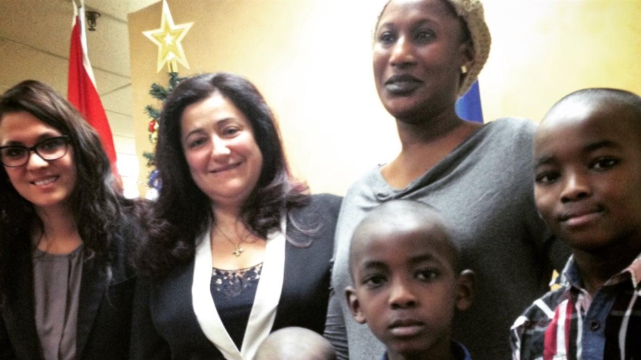 La députée Maria Mourani appuie Safiatouh Bah dans sa lutte pour éviter l'expulsion vers la Guinée avec ses cinq enfants.