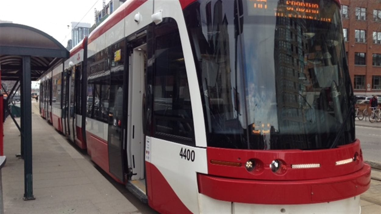 L'un des nouveaux tramways de Bombardier en circulation à Toronto