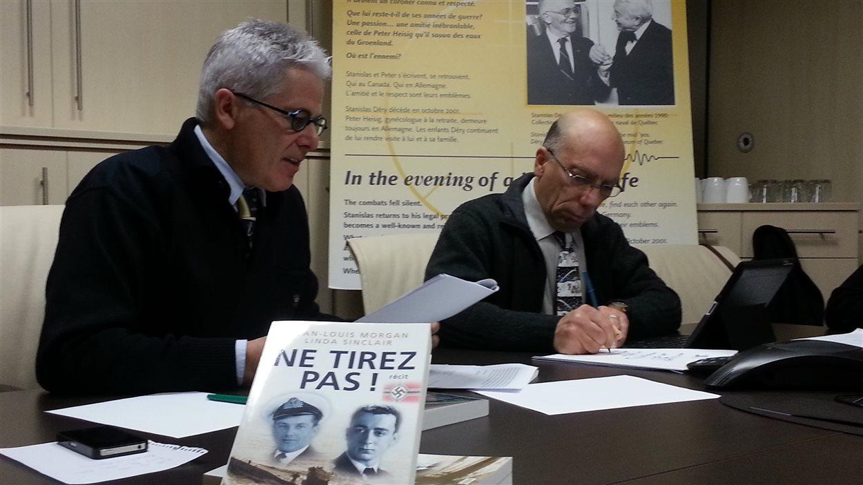 Gaston Déry et André Kirouac,  directeur du Musée naval de Québec.