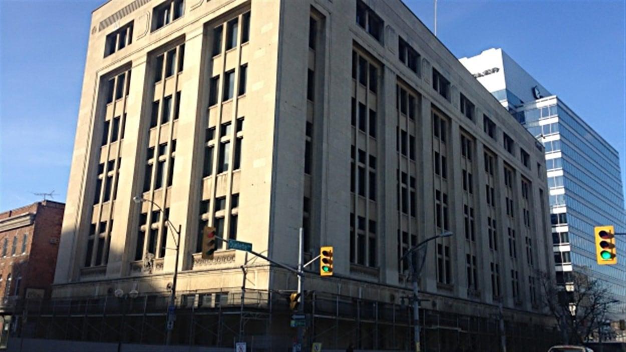 L'édifice Paul Martin est situé au 185, avenue Ouellette.