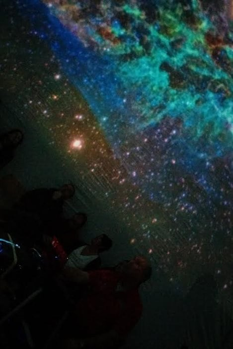 Des amateurs d'astronomie au Planétarium