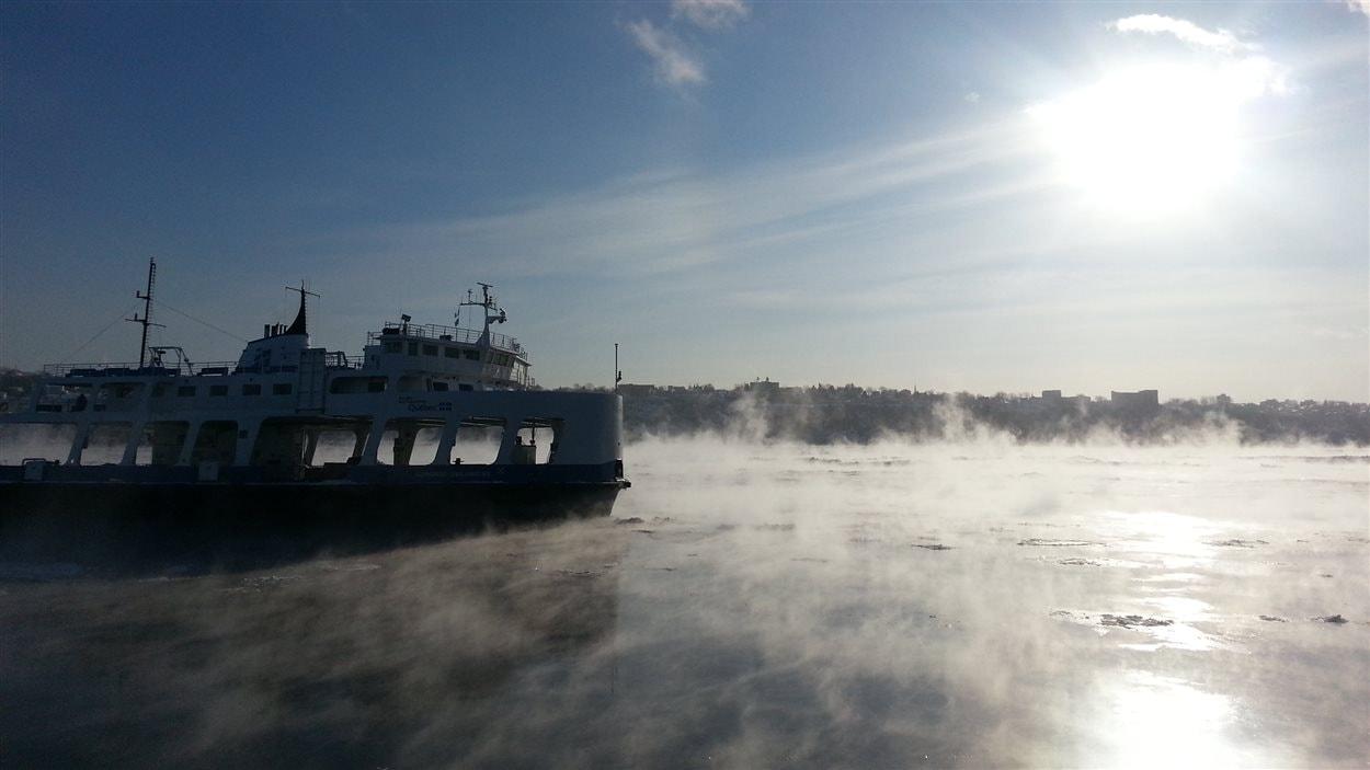 Traversier à Québec dans le froid