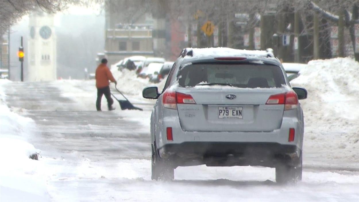 Le syndicat des cols bleus de Montréal dénonce la qualité du déneigement des rues de la ville.