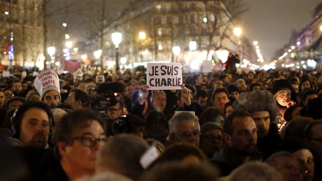Les autorités évaluent à 35 000 le nombre de personnes qui se sont rassemblées place de la République mercredi en soirée, à l'occasion d'une vigile destinée à rendre hommage aux victimes de l'attaque.