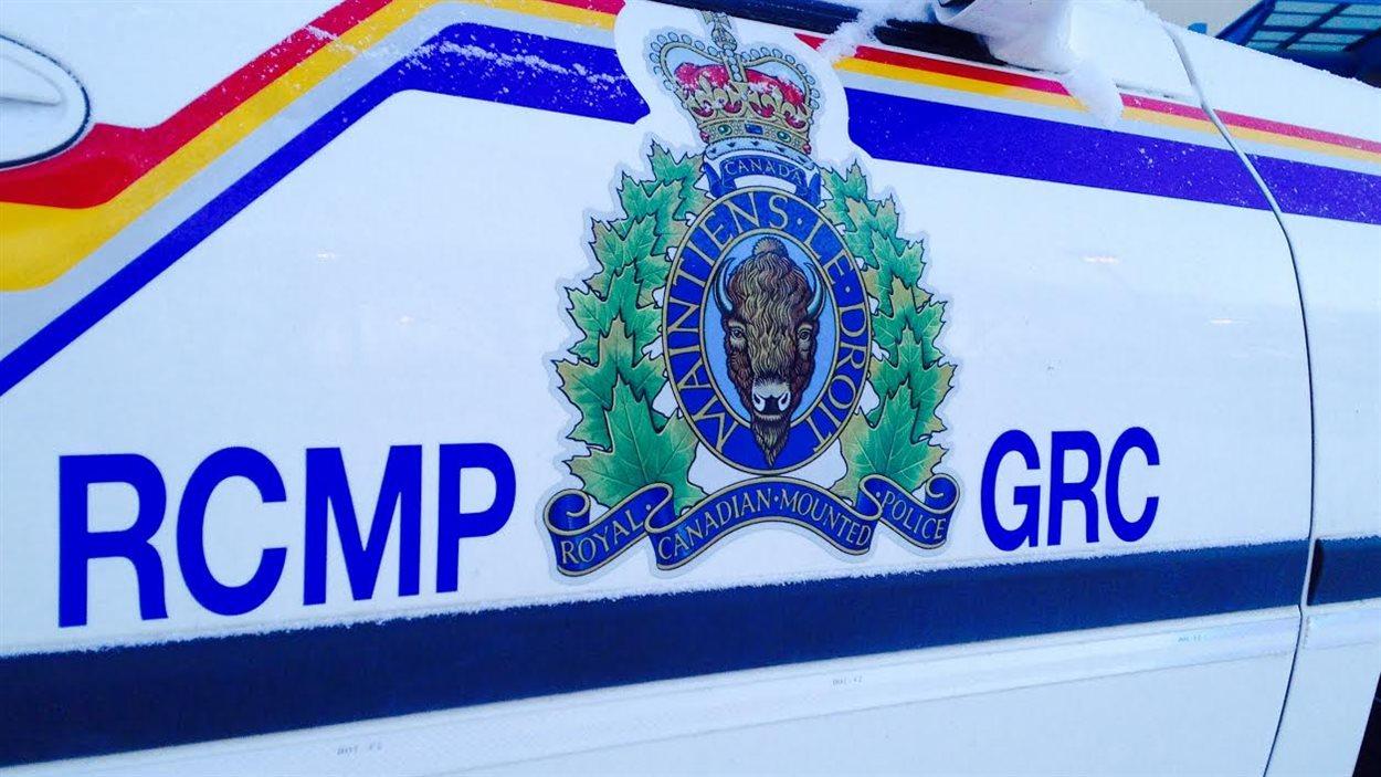 L'écussion de la Gendarmerie royale du Canada paraît sur la portière d'un véhicule de patrouille le 6 janvier 2014 à Winnipeg.