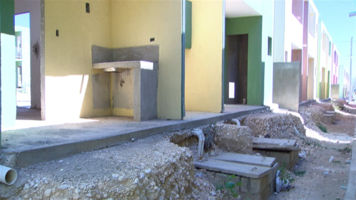 Des maisons abandonnées, dans le complexe de Morne-à-Cabris, en Haïti