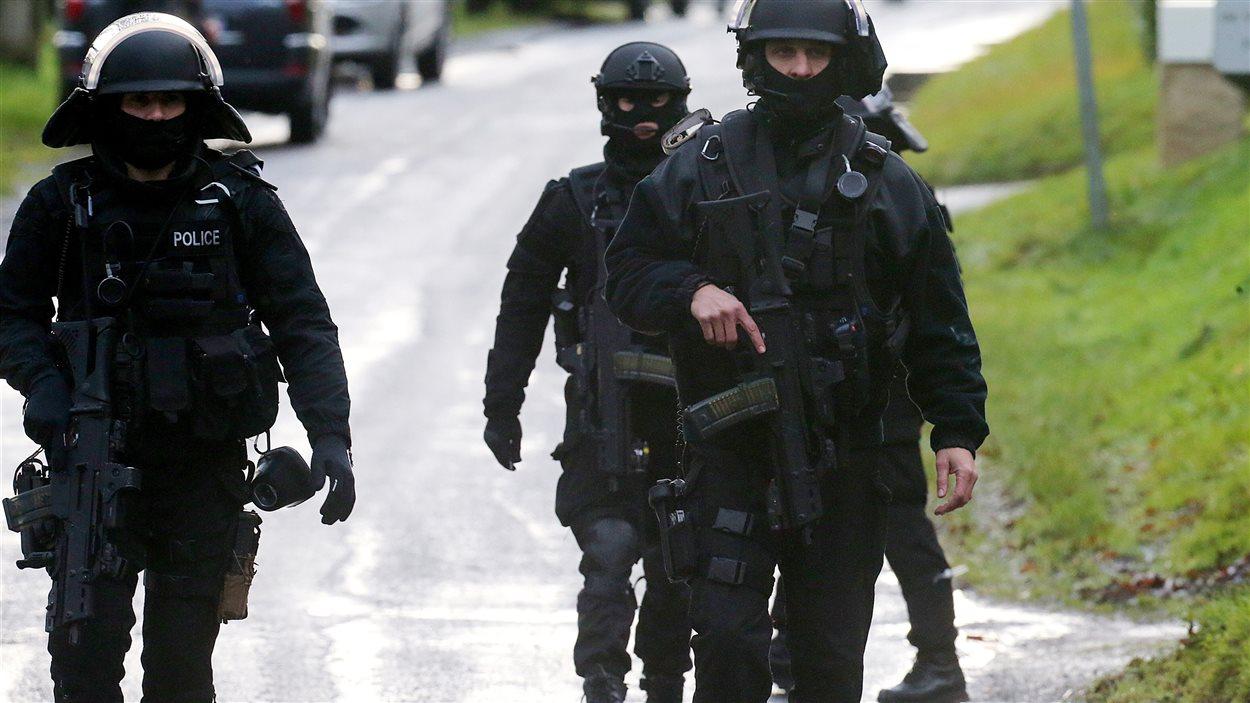 Depuis l'attentat terroriste en France contre le journal satirique Charlie Hebdo, les groupes d'intervention de la police nationale (GIPN) sont sur un pied d'alerte et sont toujours aux trousses des deux suspects, les frères Saïd et Chérif Kouachi.