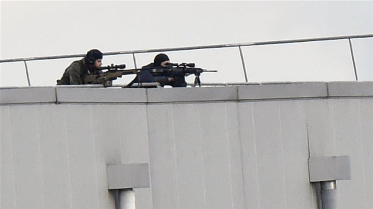 Les présumés auteurs de la tuerie de Charlie Hebdo, les frères Chérif et Saïd Kouachi, ont été tués dans l'assaut donné par les unités d'élite de la police française, à Dammartin-en-Goële, à quelque 40 km au nord-est de Paris
