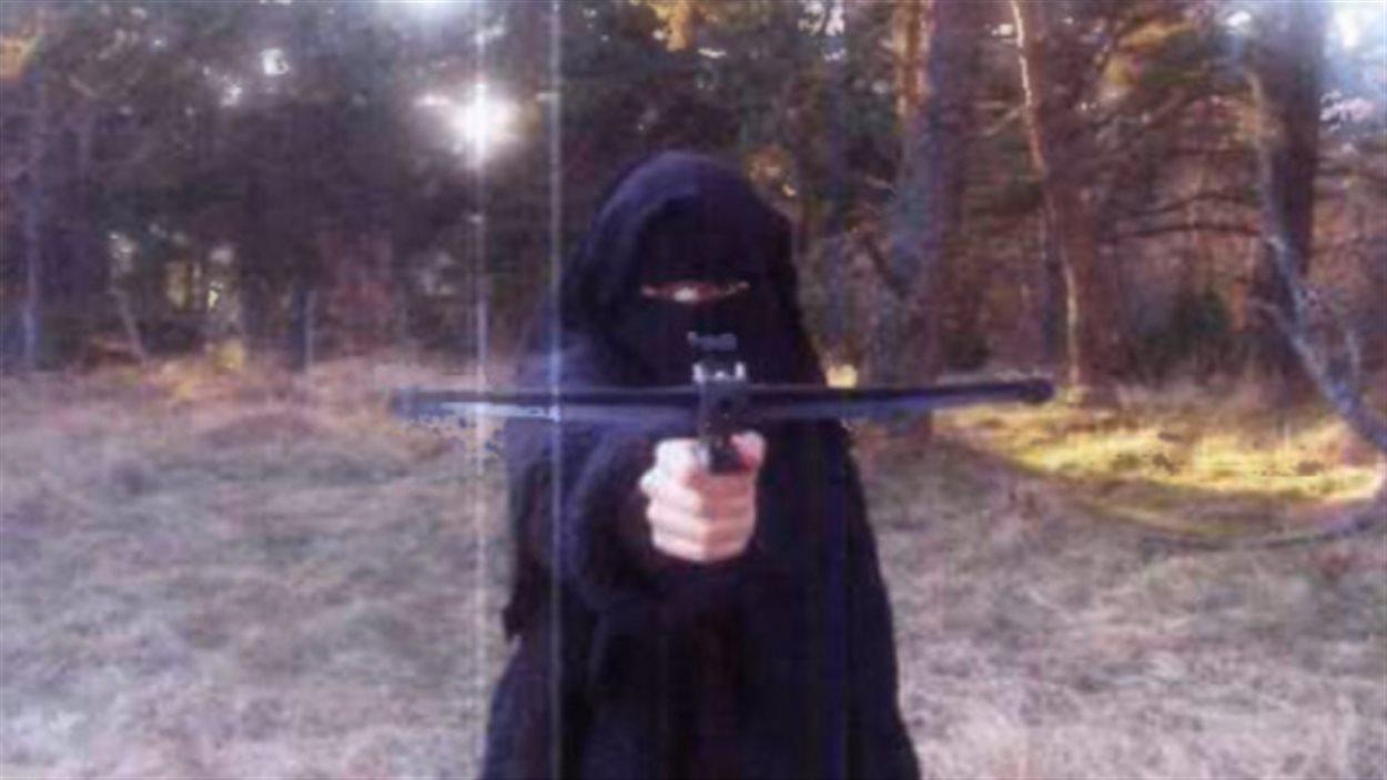 Hayat Boumeddiene, sur une photo vraisemblablement prise en 2010. - © BFMTV