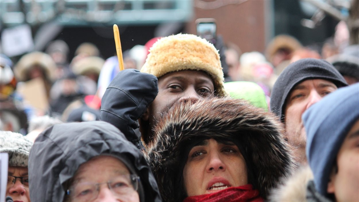 Des manifestants montréalais