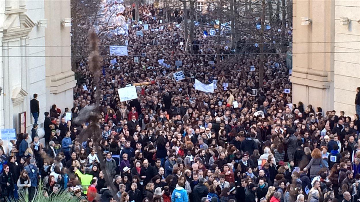 60 000 personnes ont marché à Montpellier, suite aux attentats terroristes qui ont secoué la France