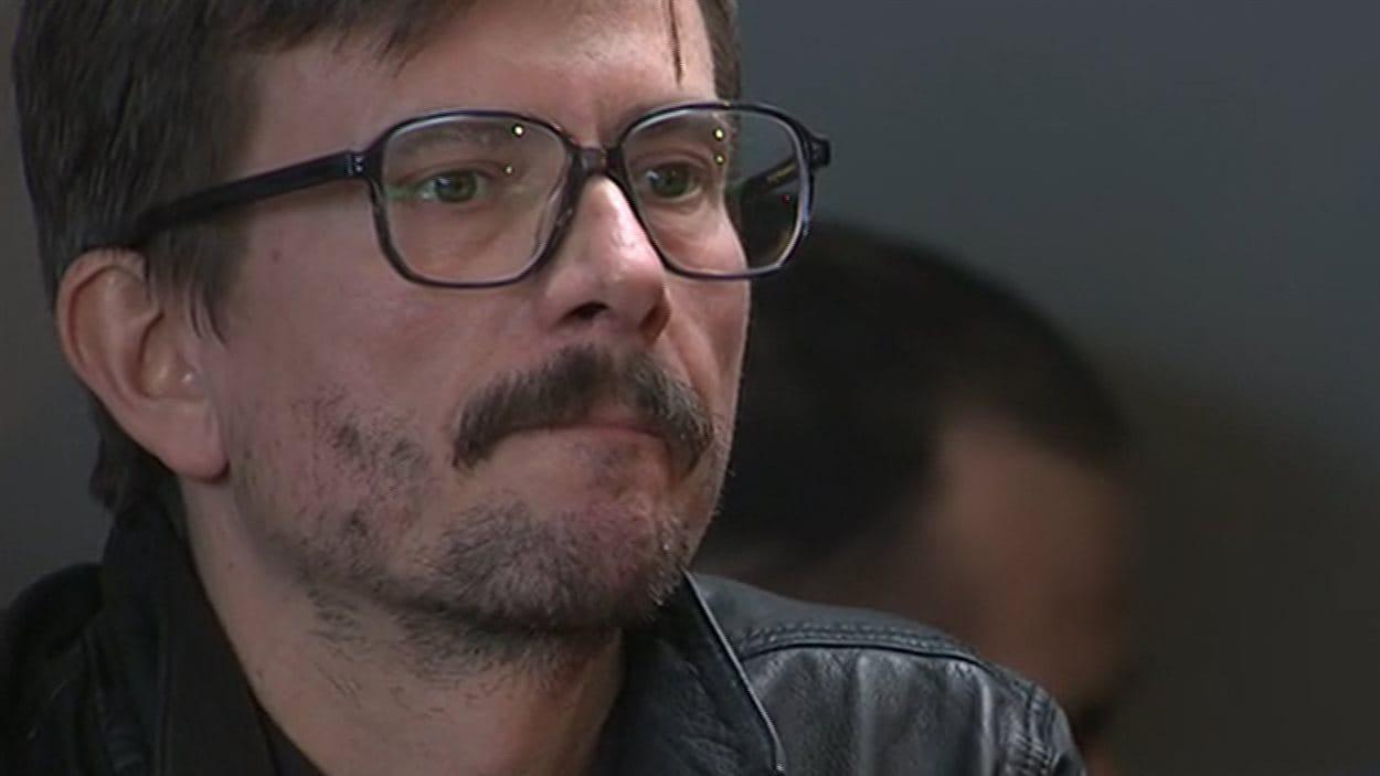 Le caricaturiste Luz, qui a dessiné la une de Charlie Hebdo, en conférence de presse, mardi.