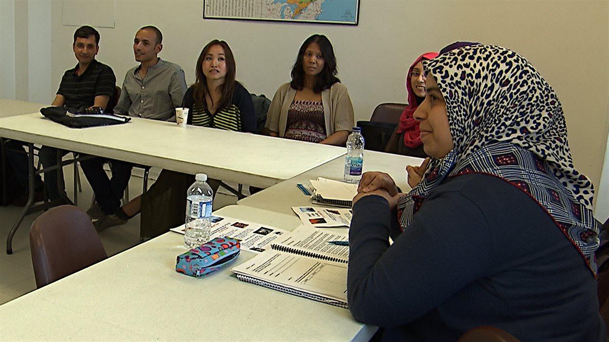Des immigrants en processus d'accueil