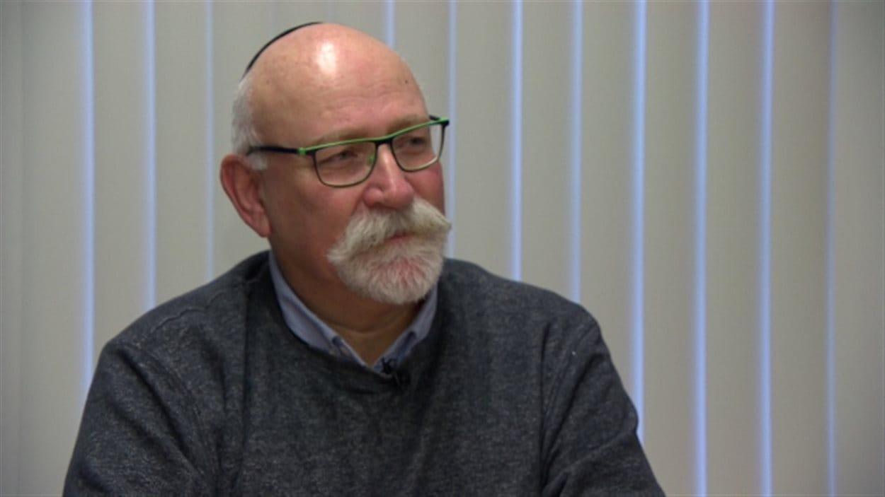 Ian Staniloff, le directeur général de la synagogue Shaarey Zedek à Winnipeg indique que certains fidèles ont été personnellement touchés par les attentats antisémites perpétrés à Paris.
