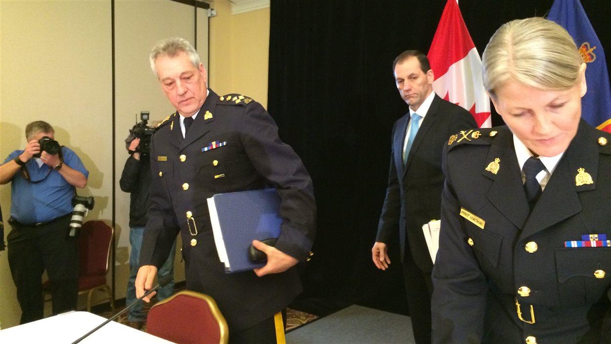 Le commandant de la GRC au Nouveau-Brunswick, Roger Brown, et la sous-commissaire de la GRC, Janice Armstrong.