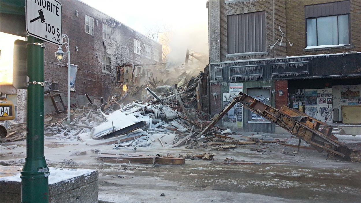 Un incendie a complètement détruit la salle de spectacle La Petite Boîte Noire.