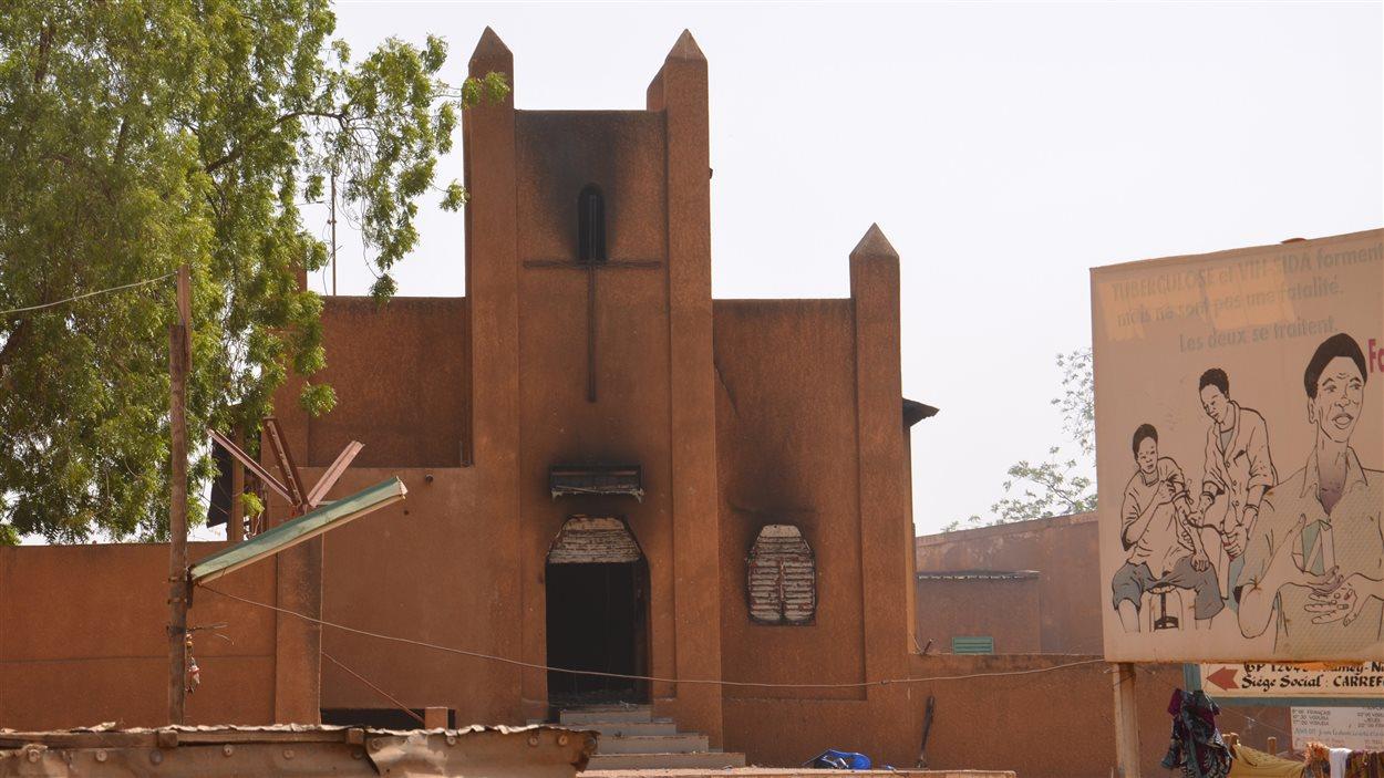 Une des églises incendiées par les manifestants dans la capitale nigérienne.