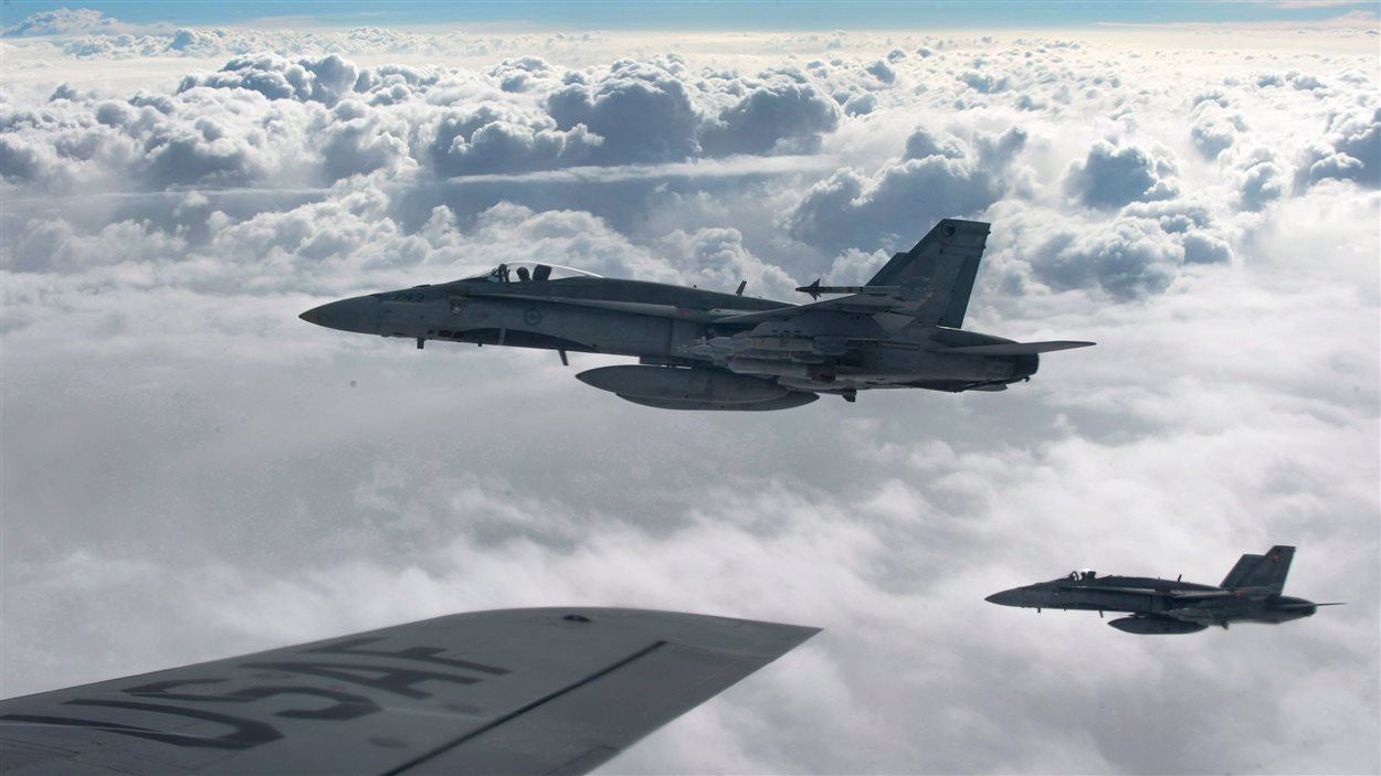 Six CF-18 canadiens participent aux bombardements.