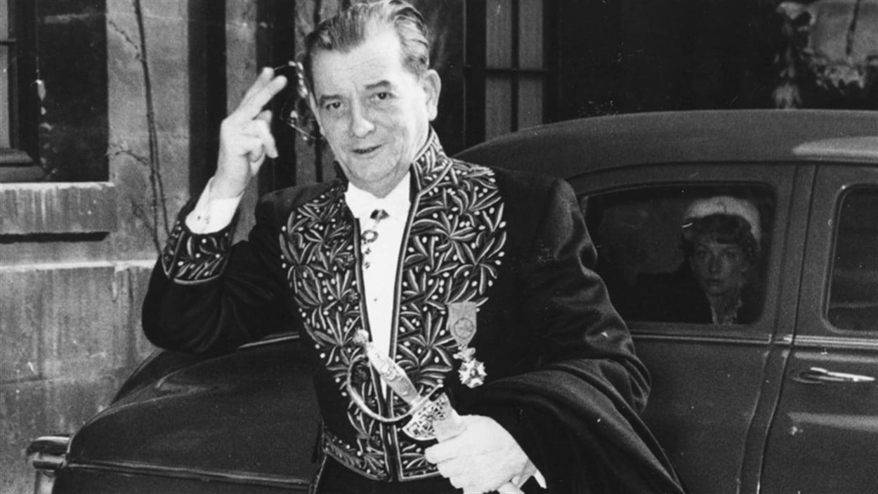Marcel Pagnol arrive à L'Académie française (1955).