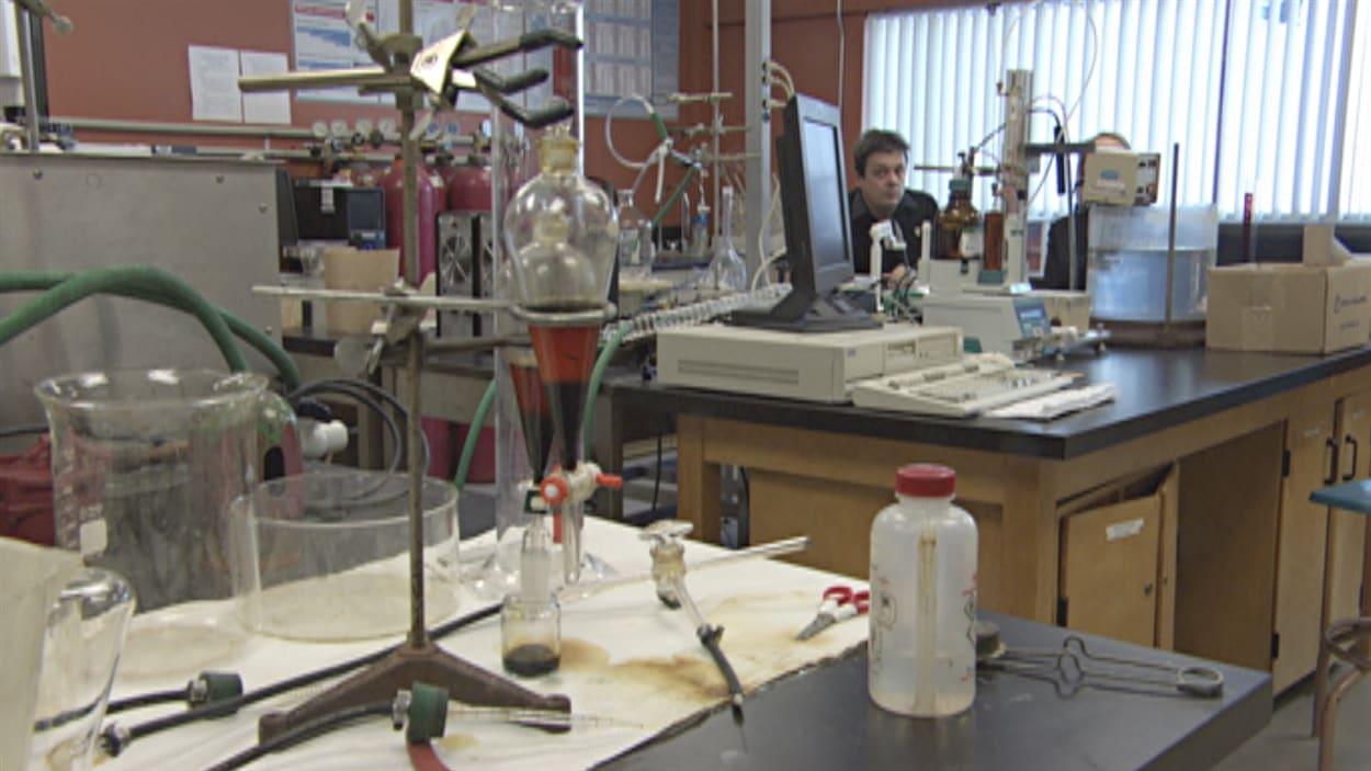 Le chercheur André Lajeunesse dans le laboratoire de l'UQTR