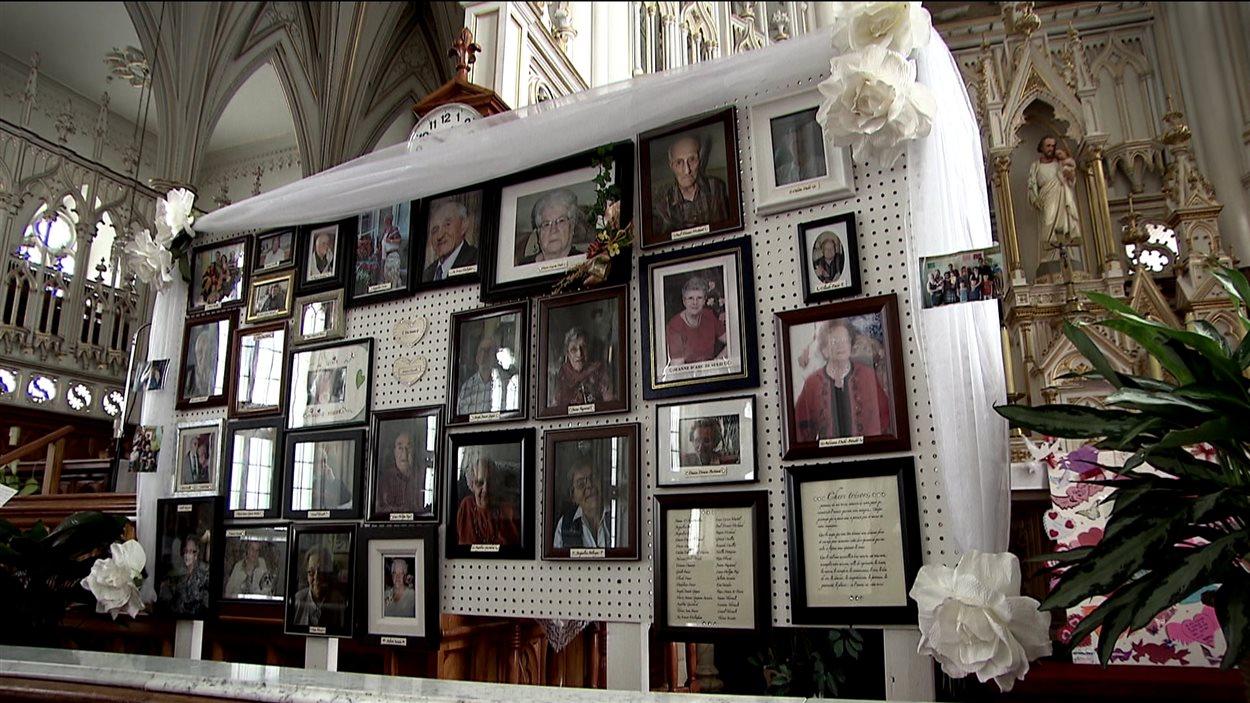 Les photos des victimes dans l'église de L'Isle-Verte
