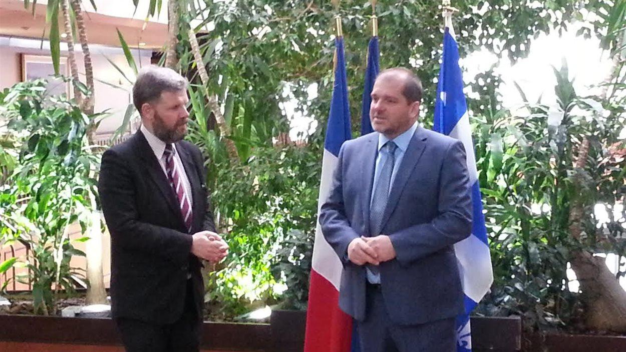 Le consul général de France à Québec, Nicolas Chibaeff, avec le député de Rimouski, Harold Lebel