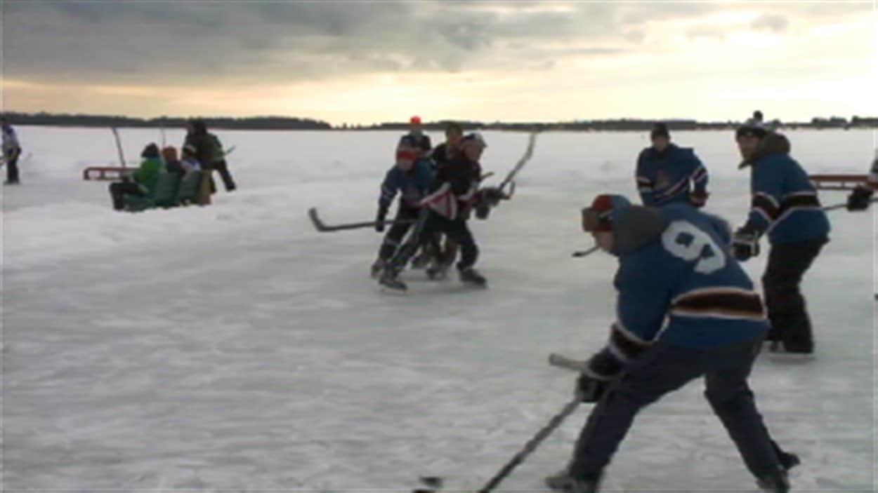 Le tournoi de hockey sur étang de Tracadie-Sheila, au Nouveau-Brunswick