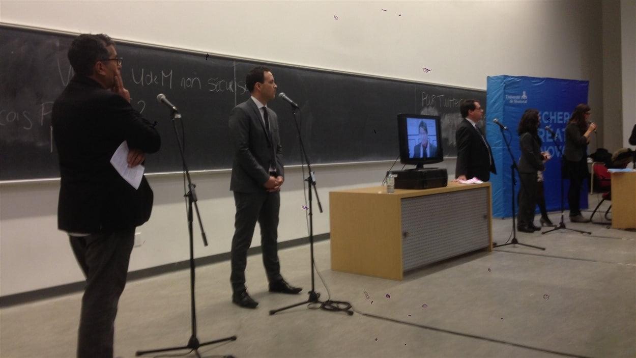 Les cinq candidats à la direction du PQ ont tenu leur premier débat à l'Université de Montréal, le 28 janvier dernier. (de gauche à droite) Pierre Céré, Alexandre Cloutier, Pierre Karl Péladeau (par vidéo-conférence), Bernard Drainville, Martine Ouellet et Valérie Gobeil, présidente de l'Association des jeunes péquistes de l'Université de Montréal.