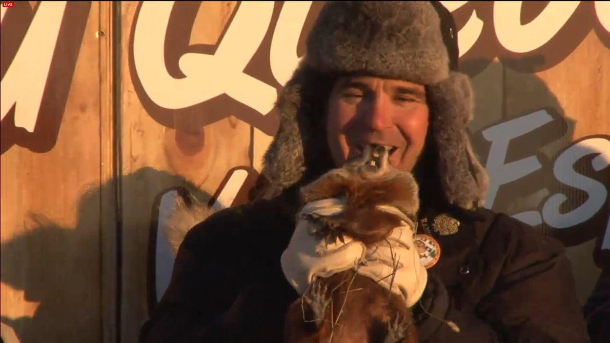 Fred la marmotte gaspésienne a vu son ombre ce matin et est repartie dans sa tanière pour les six prochaines semaines.