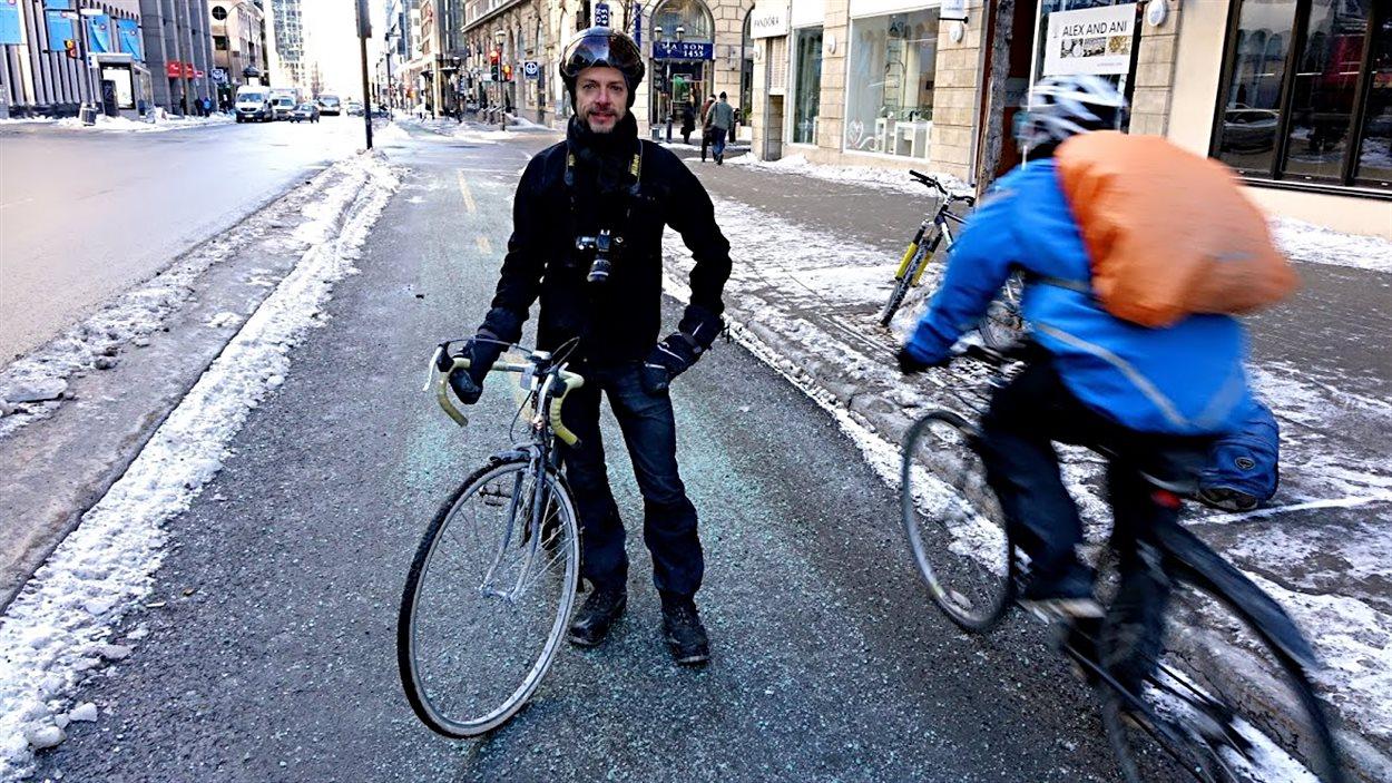 François Démontagne sur la piste cyclable du boul. de Maisonneuve