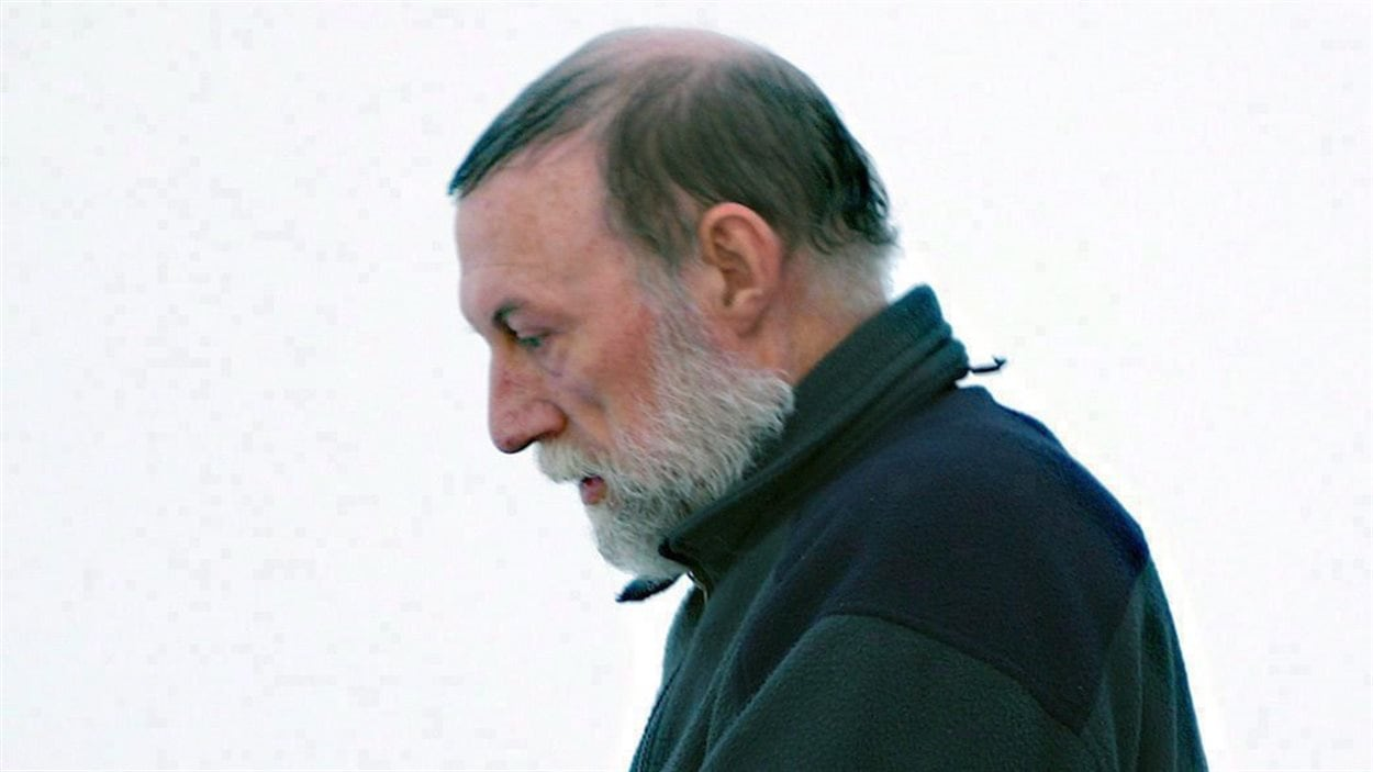 Eric Dejaeger à sa sortie d'une salle d'audience à Iqaluit au Nunavut le 20 janvier 2011.