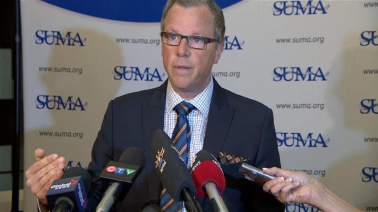 Le premier ministre de la Saskatchewan Brad Wall lors d'une rencontre de l'Association des municipalités urbaines de la Saskatchewan (SUMA).