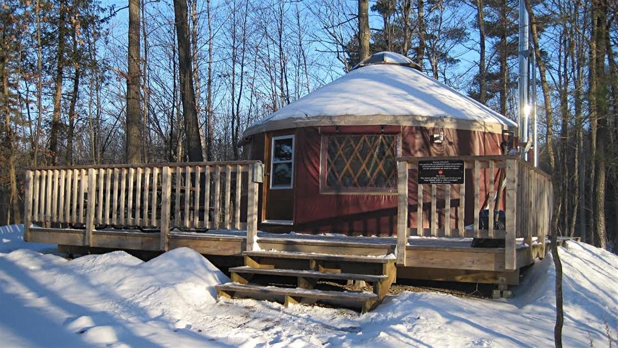 Une yourte située près du lac Taylor, dans le parc de la Gatineau, en hiver