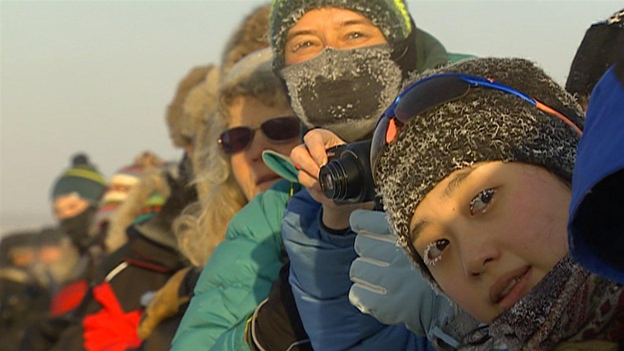 Des spectateurs à Whitehorse au Yukon Quest 2015