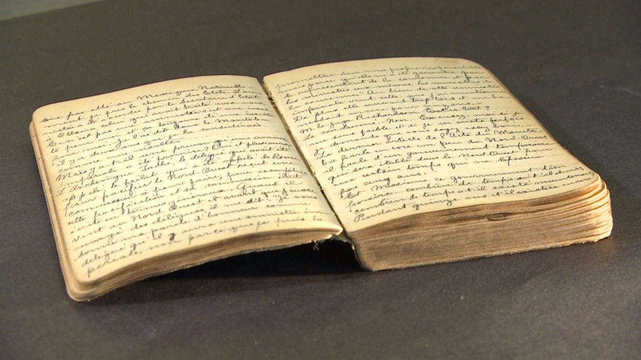 L'un des carnets rédigés par Charles Sauvé. Le document est entreposé à la Société historique de Saint-Boniface.
