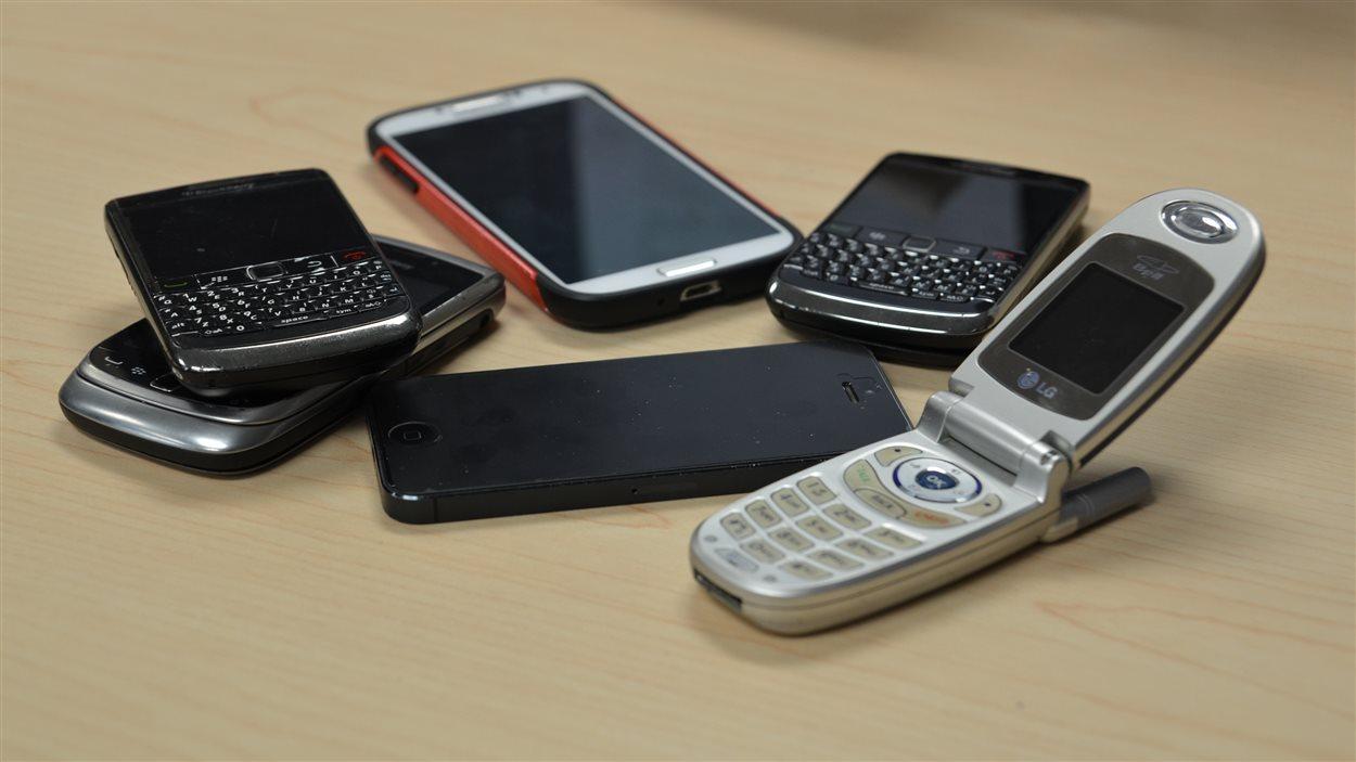Téléphones cellulaires de différentes générations
