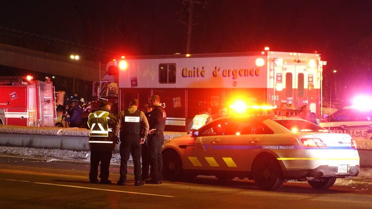 Les services d'urgence sont sur les lieux de l'effondrement de la passerelle à Longueuil