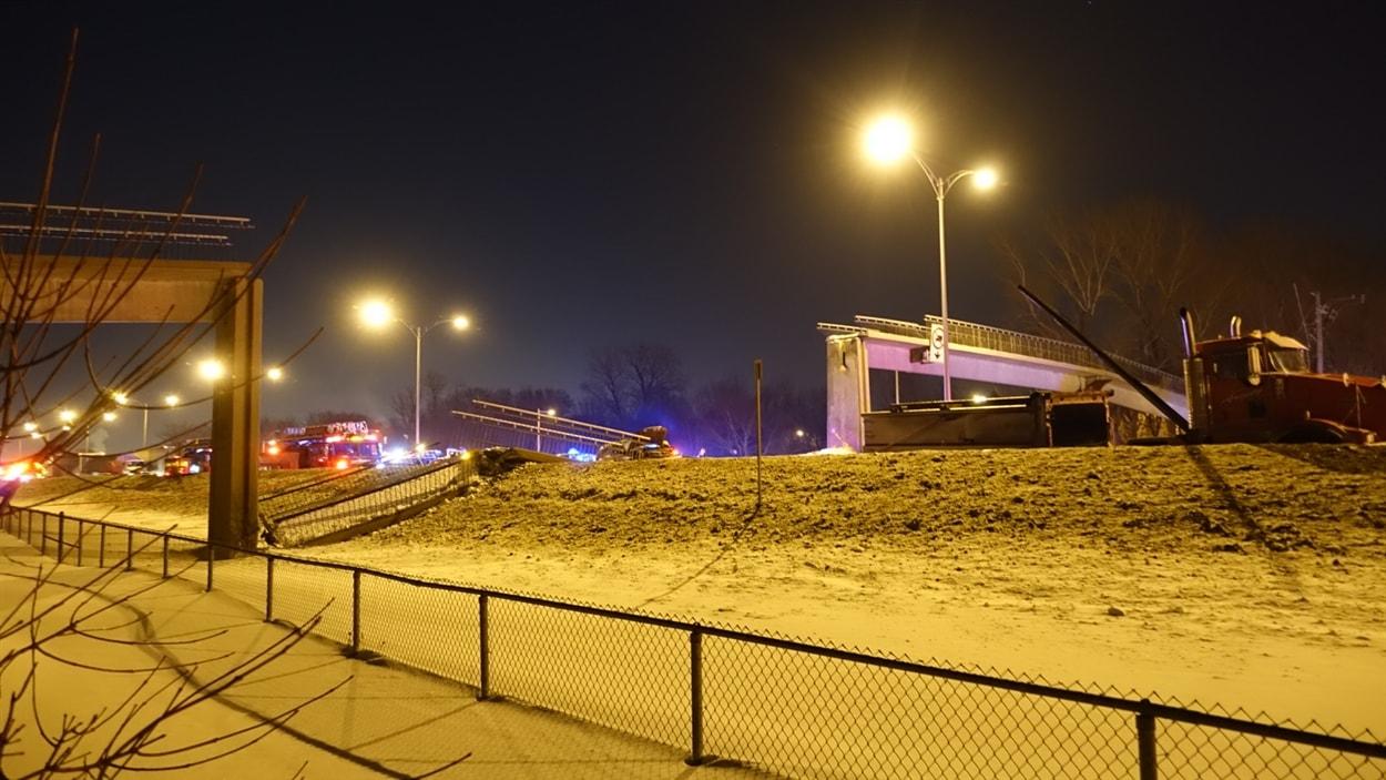 Une passerelle qui s'est effondrée sur la route 132