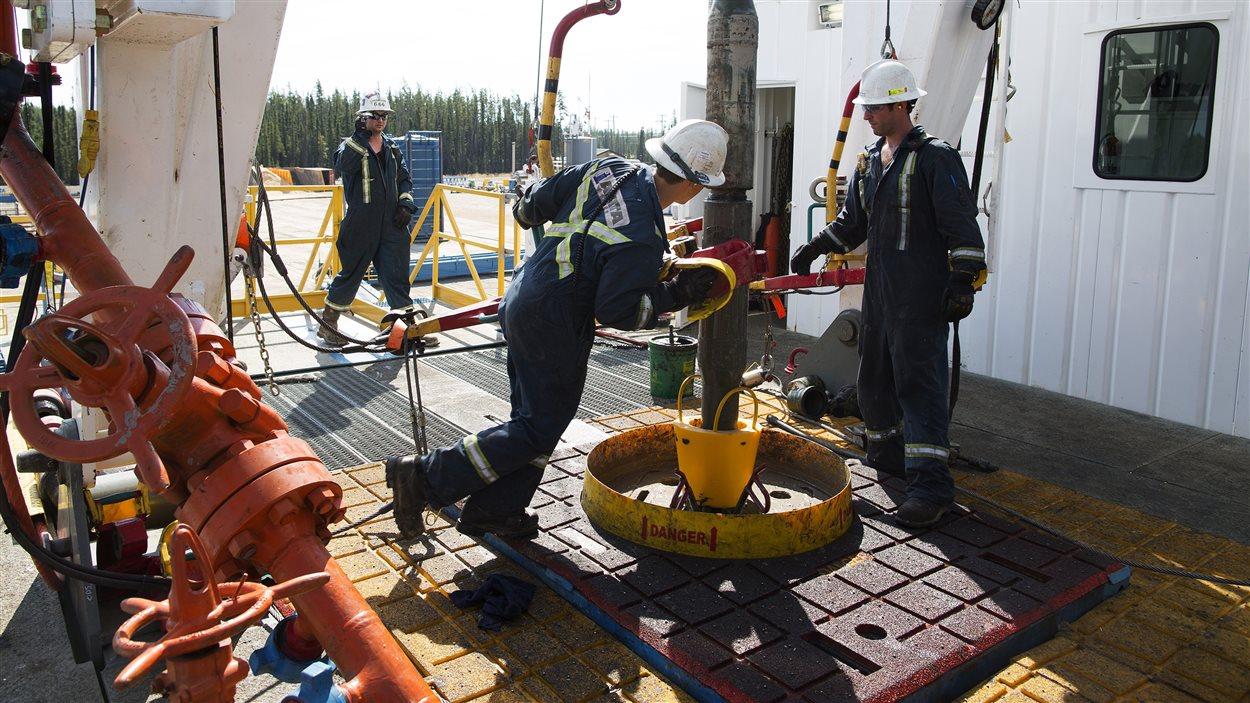 Des travailleurs pétroliers en Alberta.