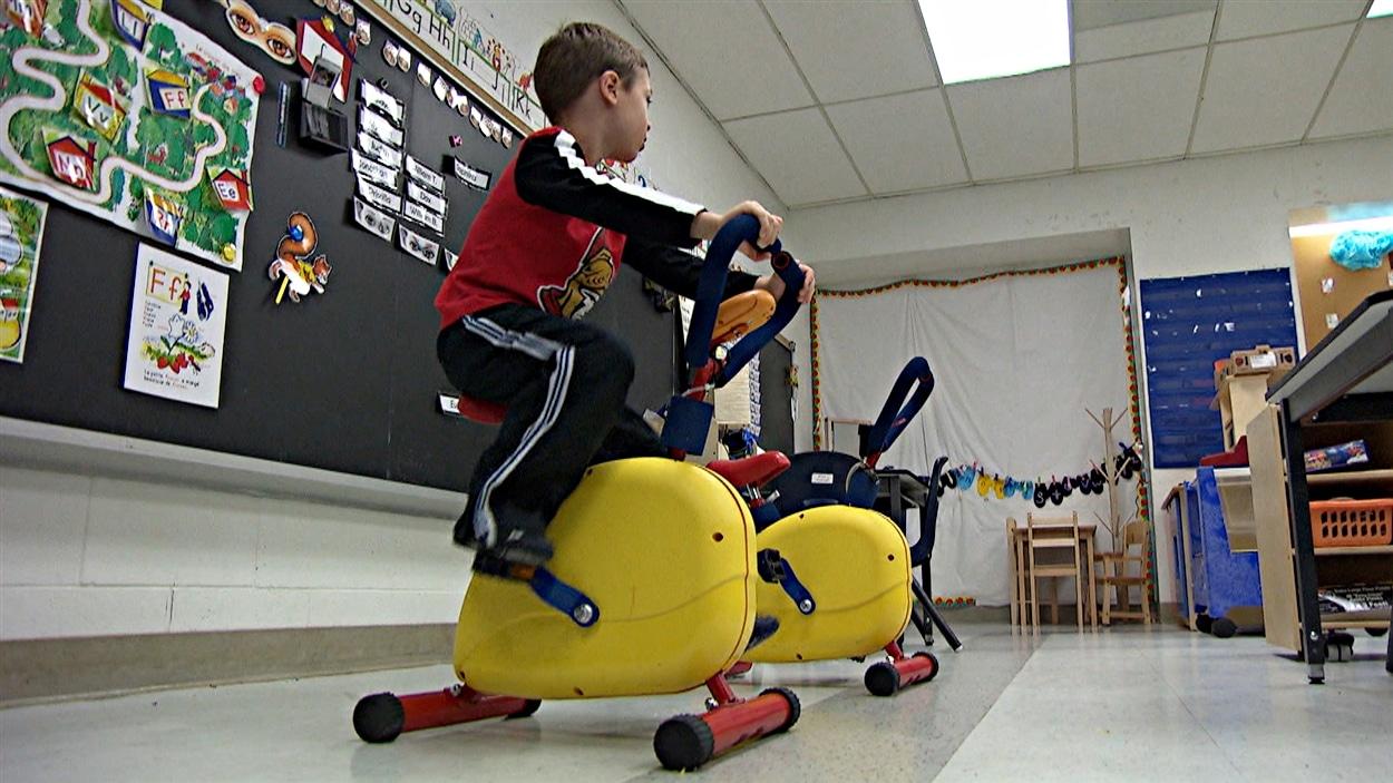 Même les classes de maternelle de l'École Jeanne-Sauvé ont été munies de vélos miniatures.